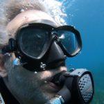 Cómo afectan el buceo y los aviones al oído